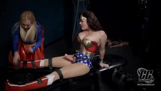 Supergirl And Wonder Woman Cosplayers Have Lesbian Foursome