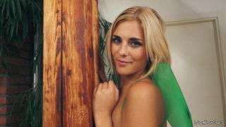 Tinkerbell Cosplayer Strips On Cam For You